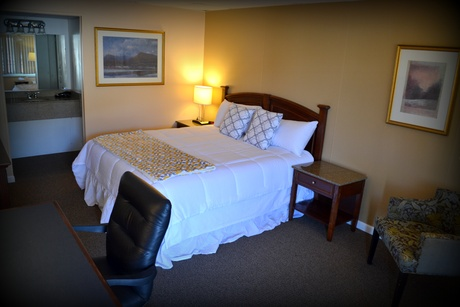king size bed, The Wayne Inn, hotels honesdale pa